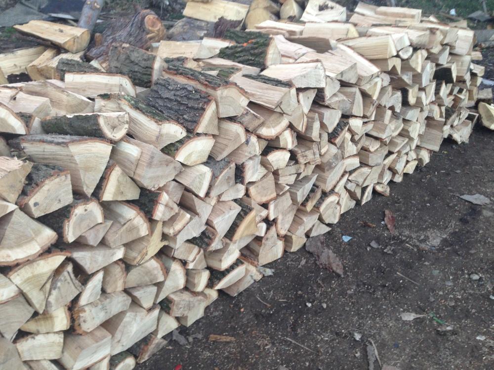 Suché dřevo na topení